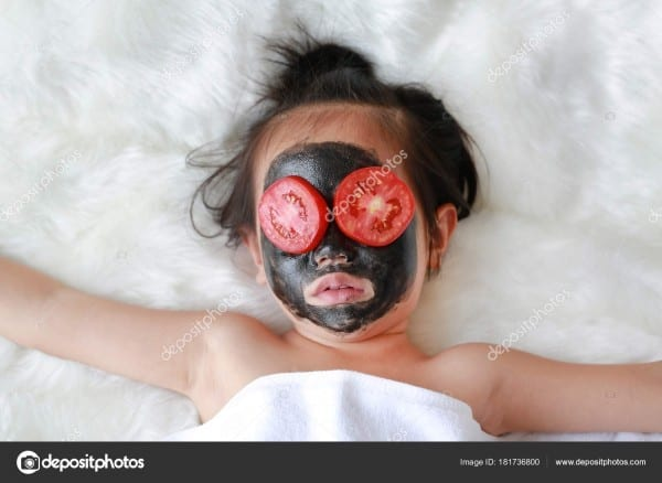 Kid Girl Coal Peeling Face Mask Slice Tomato Her Eye — Stock Photo