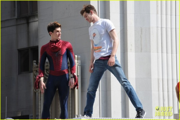 Andrew Garfield Plays With Kids On 'amazing Spider