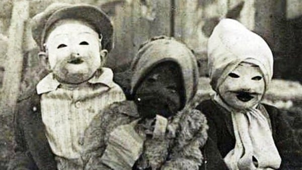 15 Terrifyingly Creepy Vintage Halloween Costumes