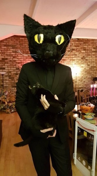 Guy Absolutely Terrifies His Cat By Dressing As Human