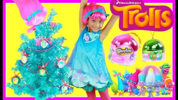 Dreamworks Trolls Christmas Tree Surprise Toys Costume Dress Up