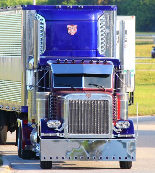 Optimus Prime Defends Kennedy Space Center! Transformers 3 Filming