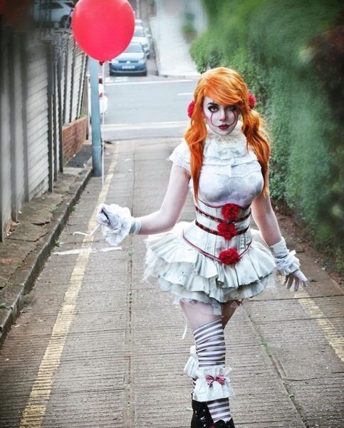 This Female Pennywise Costume Is So Cool