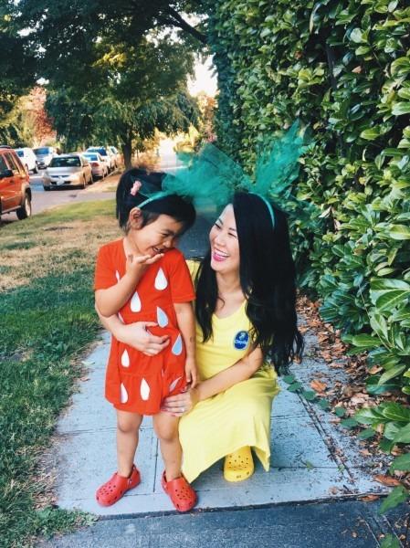 Diy Mommy & Me Strawberry And Banana Halloween Costume