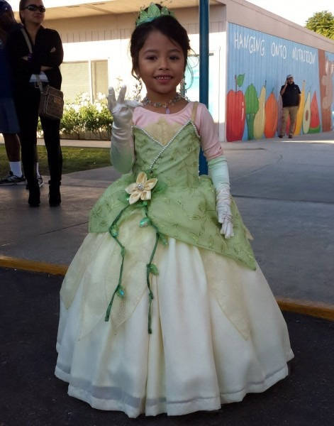Gently Used Deluxe Disney S Tiana Costume 4t Designs Of Princess