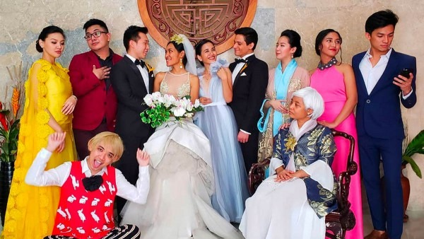 Filipinos Dress Up As 'crazy Rich Asians' For Halloween