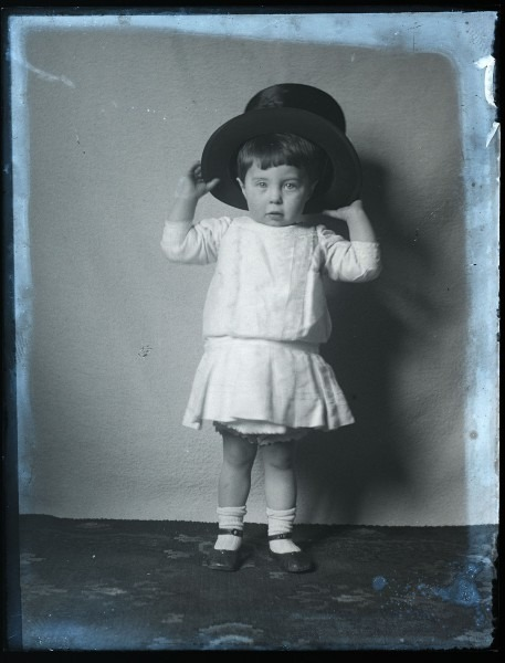 File Lovely Portrait Of Child In Top Hat, Early 1900s (5229538024