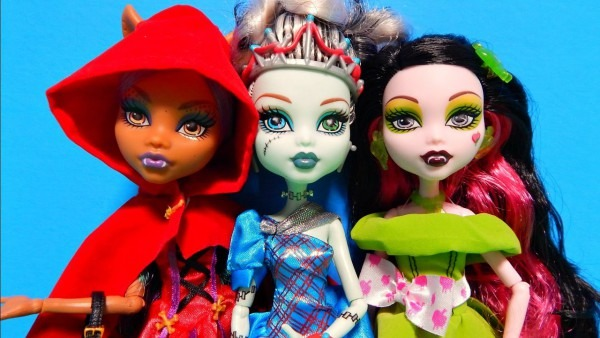 Monster High Scarily Ever After Draculaura Frankie Stein