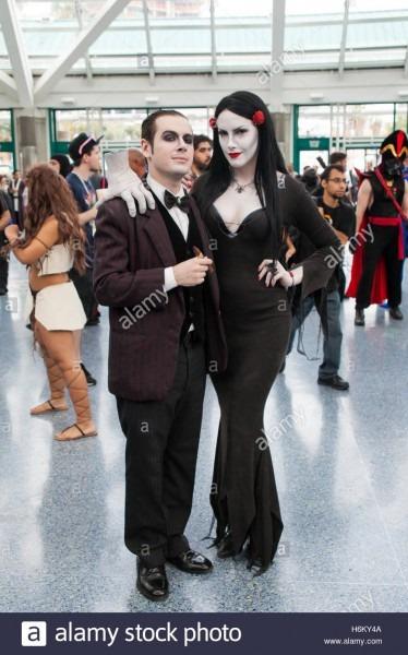 Stan Lee La Comic Con  A Couple Dressed As Gomez And Morticia