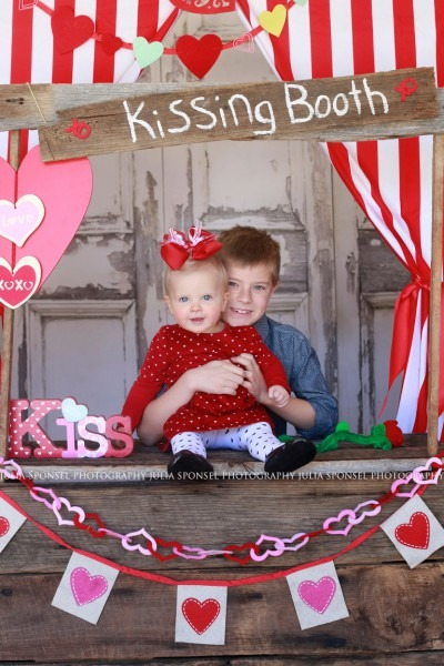Kissing Booth Mini Session In Frisco